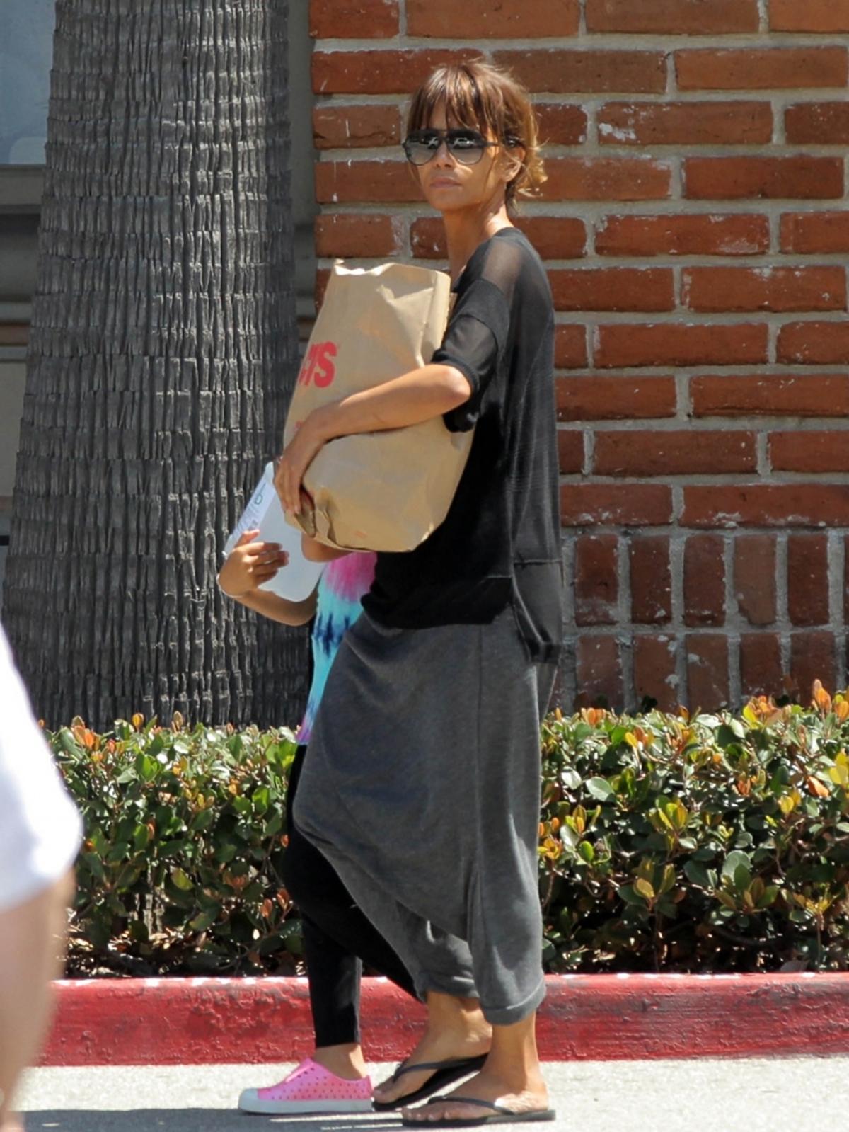 Halle Berry z córką na zakupach