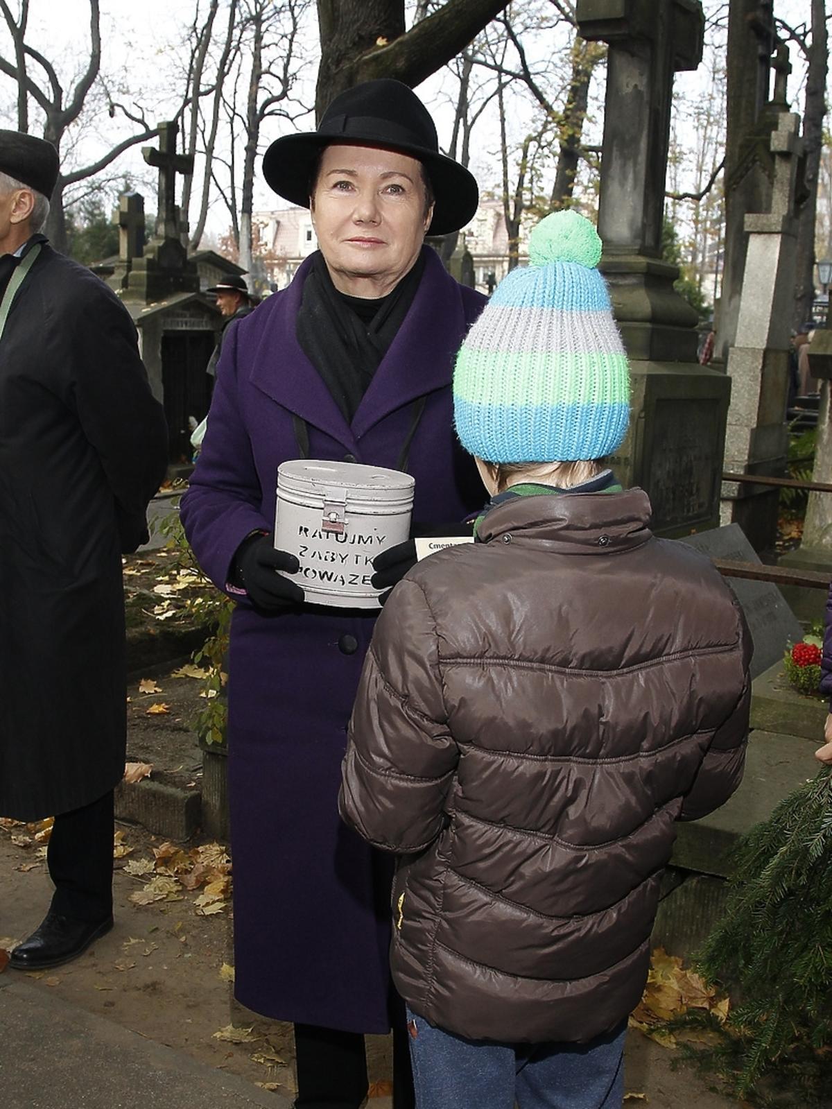 Hanna Gronkiewicz Waltz podczas kwesty artystów na Powązkach