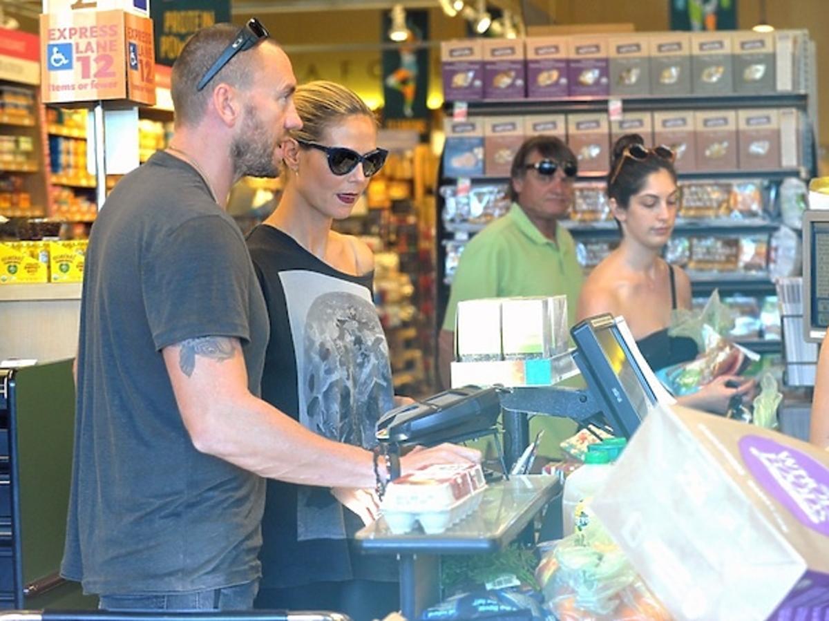 Heidi Klum i Martin Kristen na zakupach w spożywczaku Paparazzi