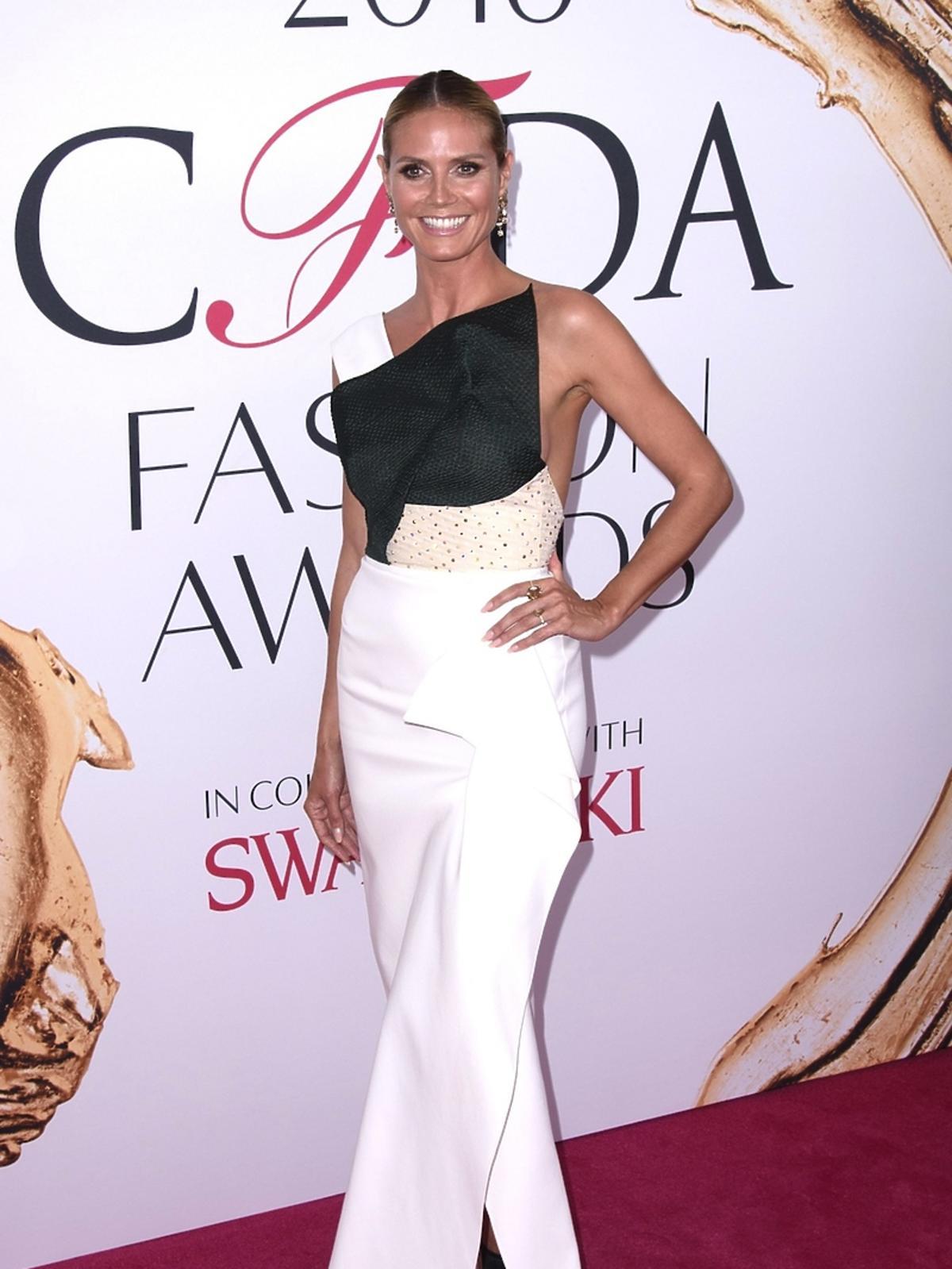 Heidi Klum w biało-czarnej sukni