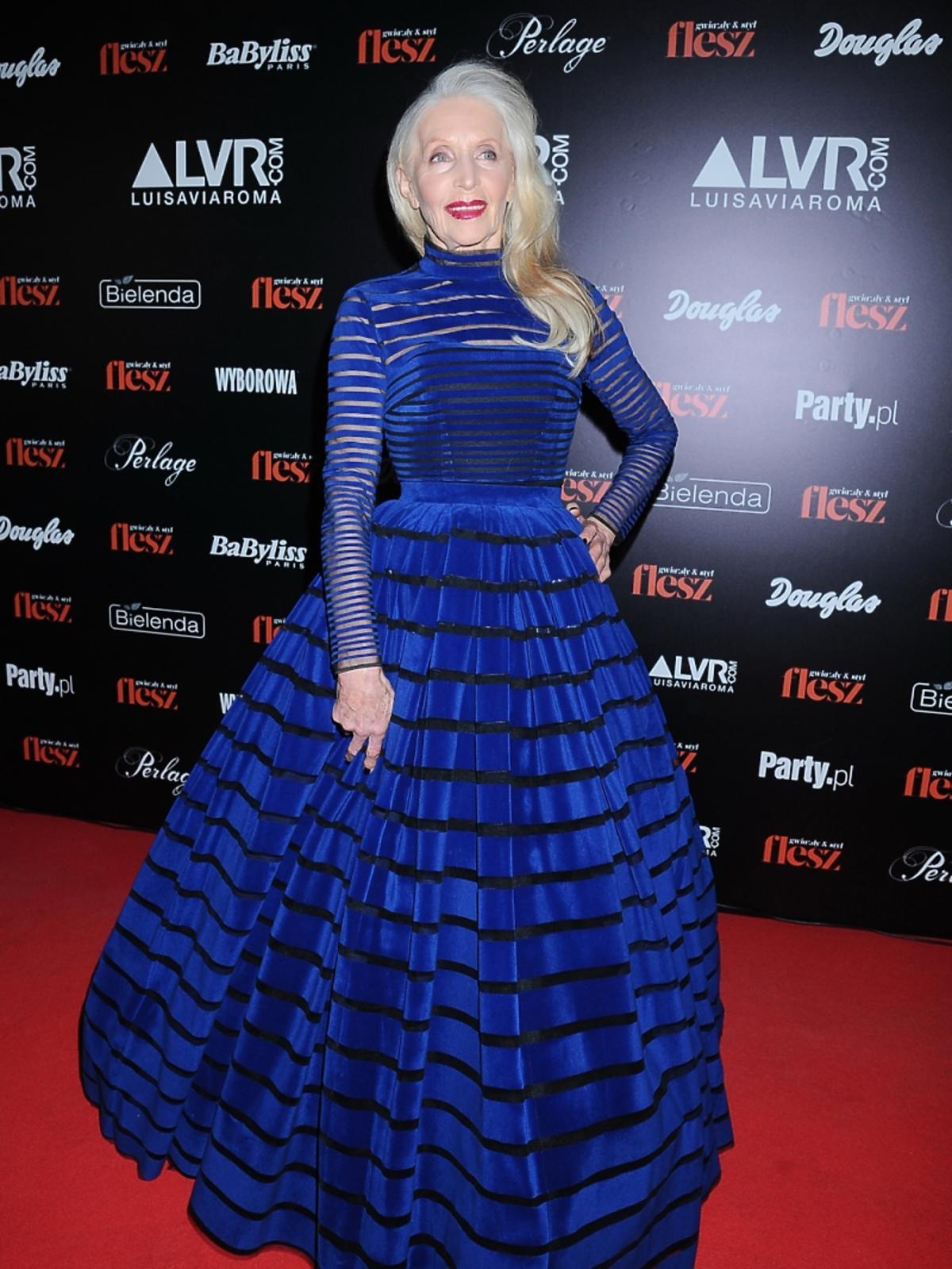 Helena Norowicz w niebieskiej sukni do ziemi