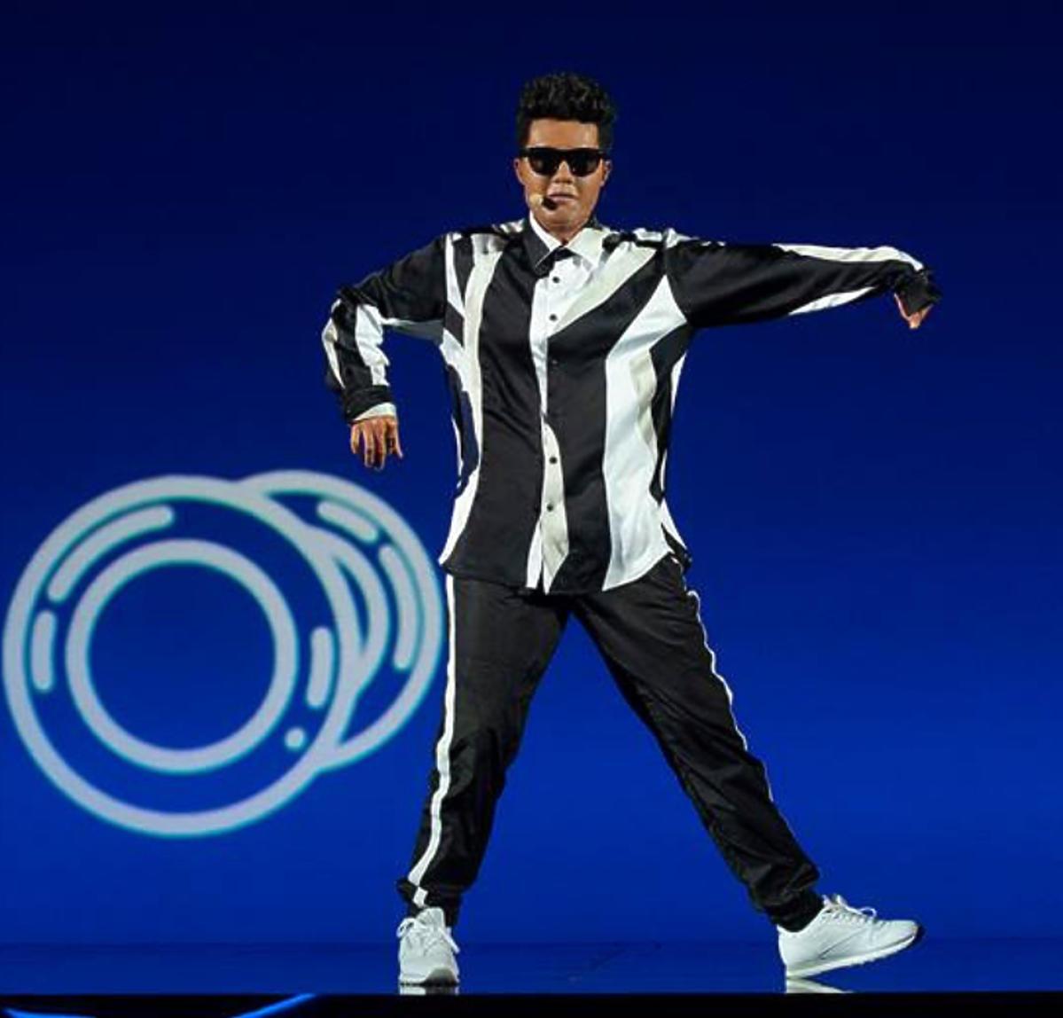 Iga Krefft jako Bruno Mars