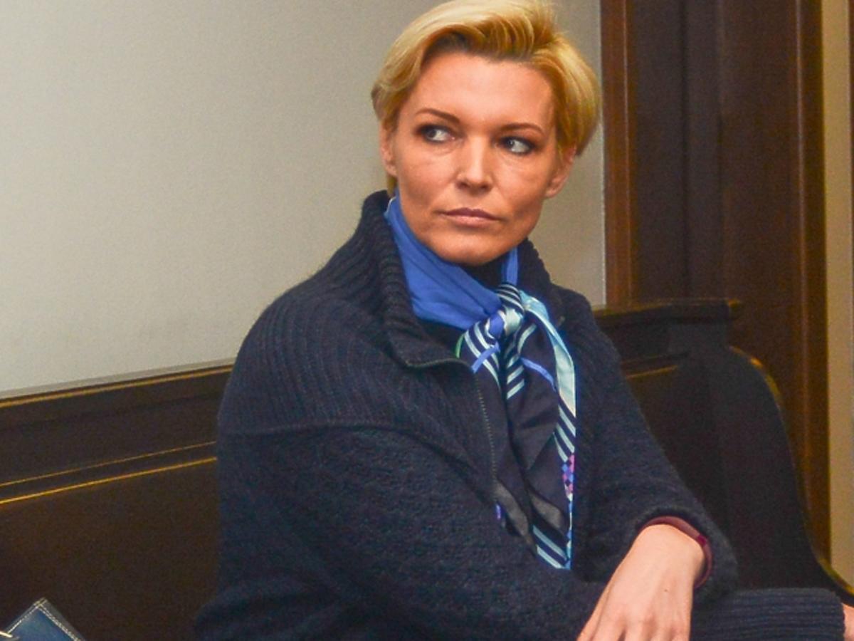 Ilona Felicjańska w spódnicy