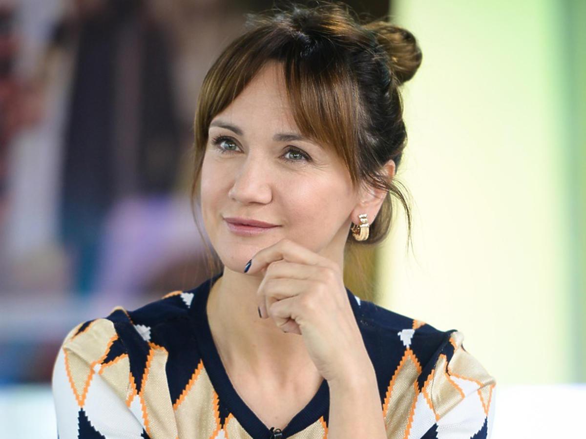 Ilona Ostrowska w swetrze w romby
