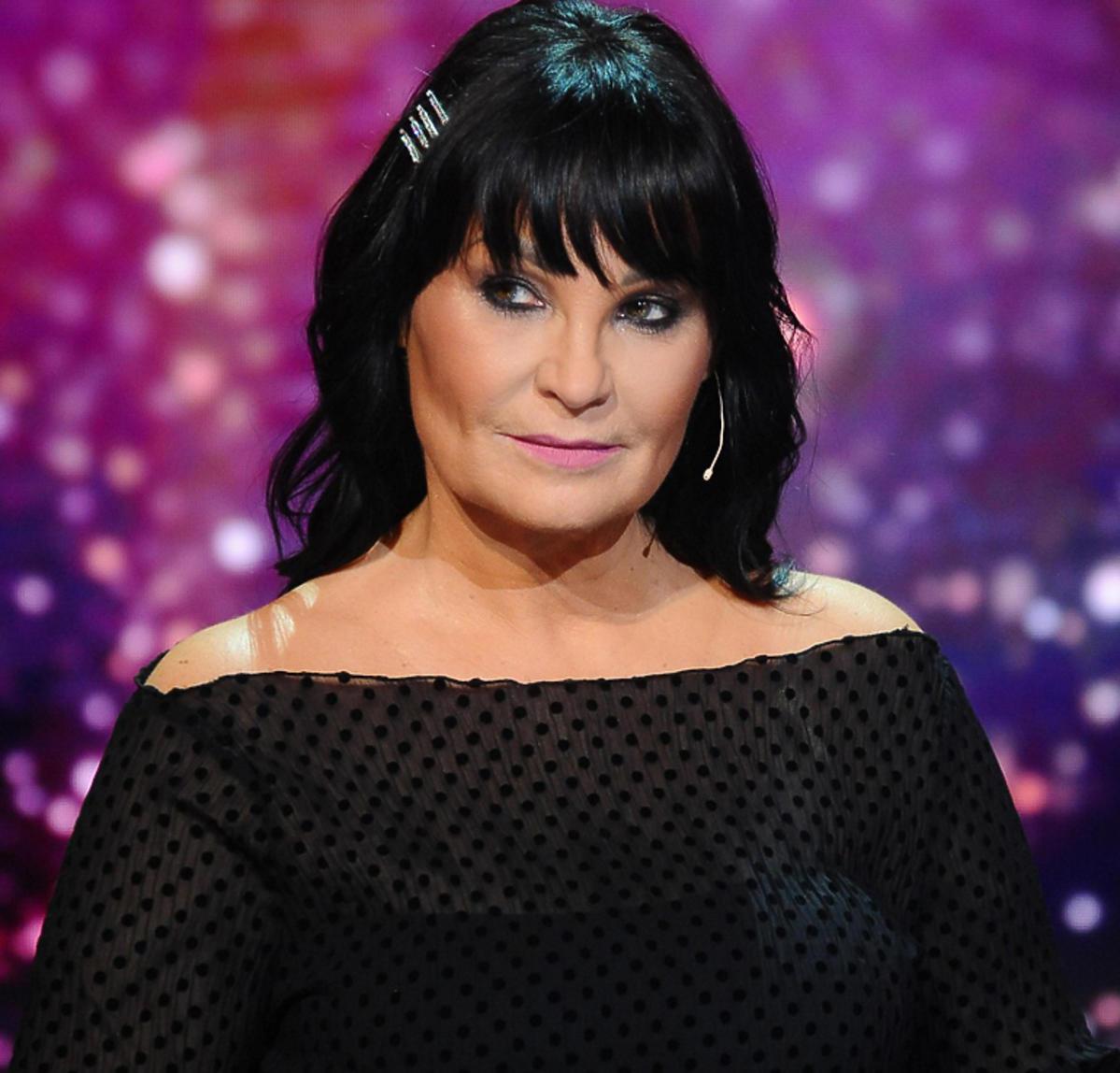 Iwona Pavlović w czarnej sukience