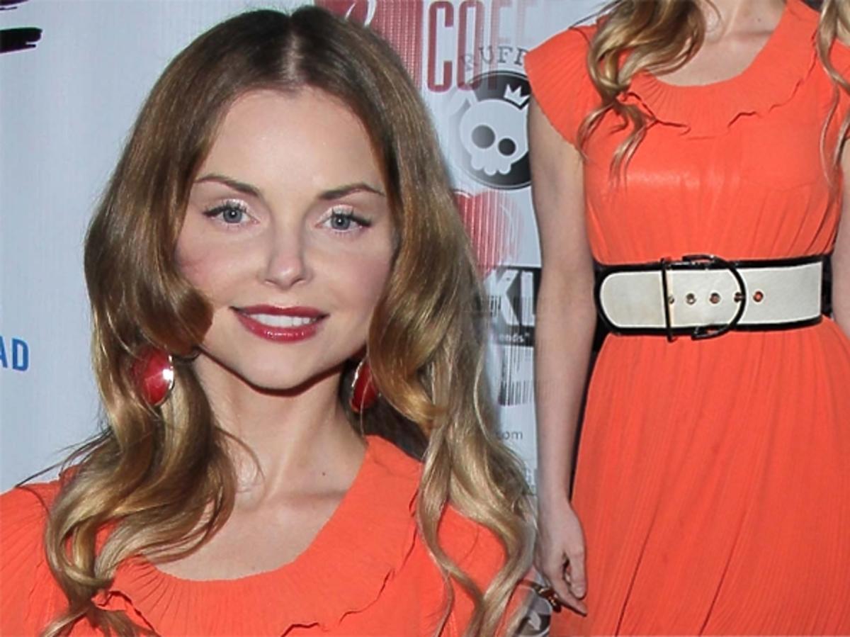 Iza Miko w Hollywood. Pomarańczowa sukienka