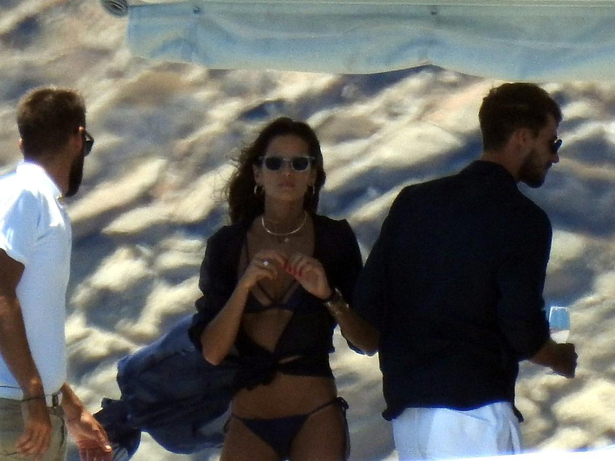Izabel Goulart i Kevin Trapp na plaży na Mykonos