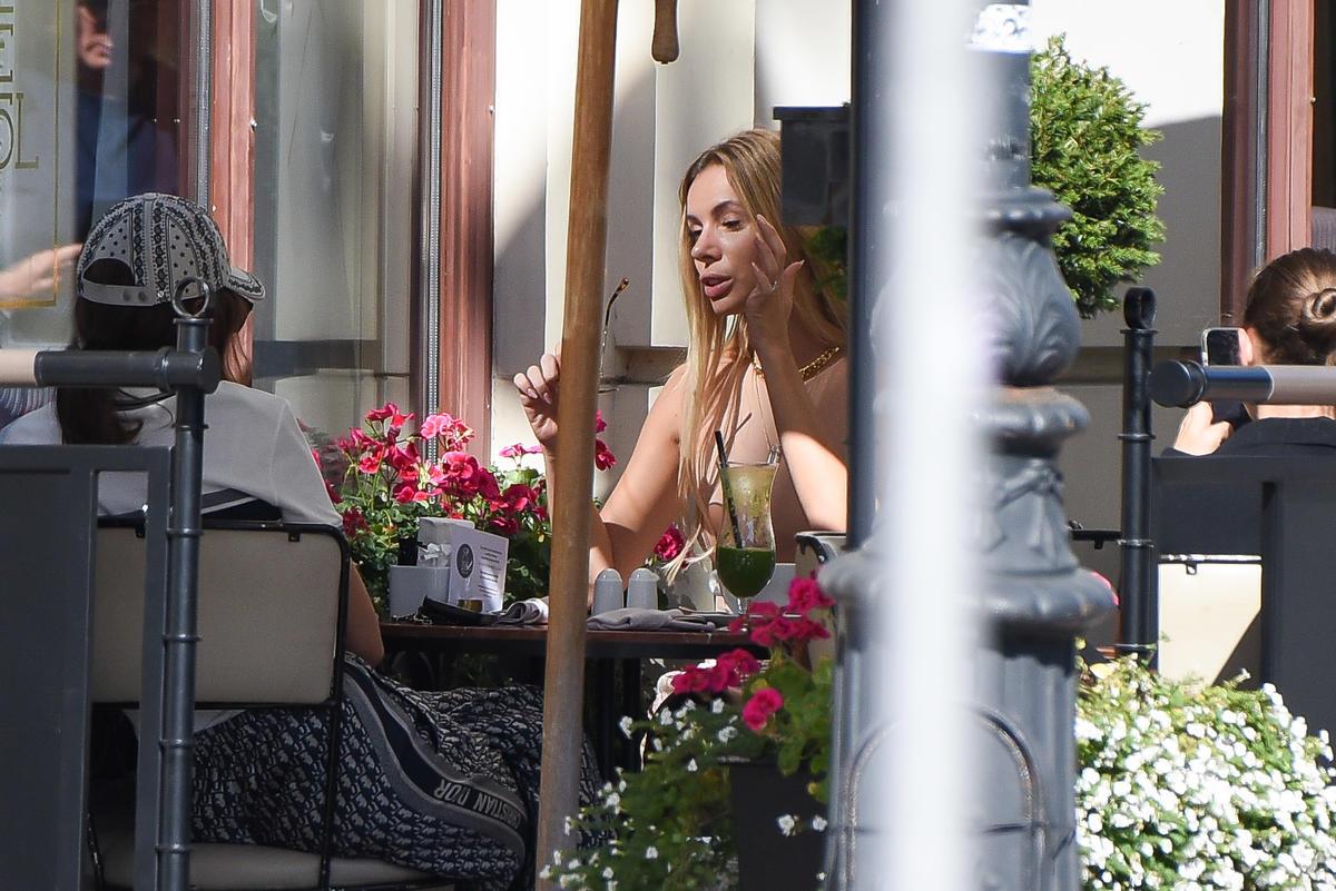 Izabela Janachowska na spotkaniu w restauracji