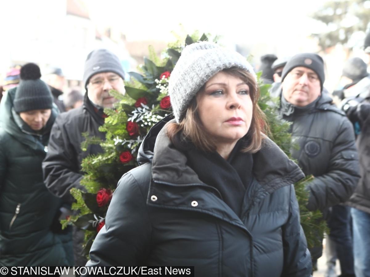 Izabela Trojanowska  na pogrzebie Agnieszki Kotulanki