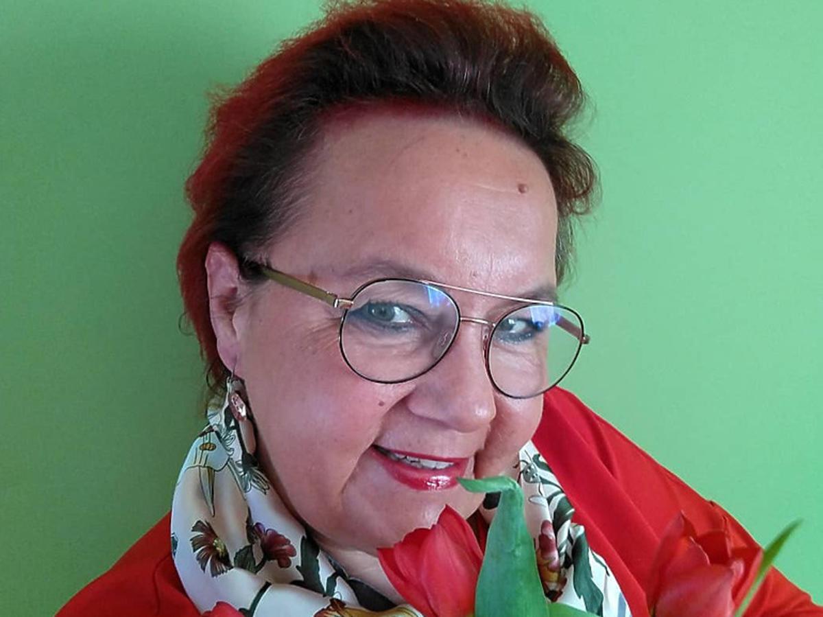 """Izabela Zeiske z """"Gogglebox"""" z tulipanami"""