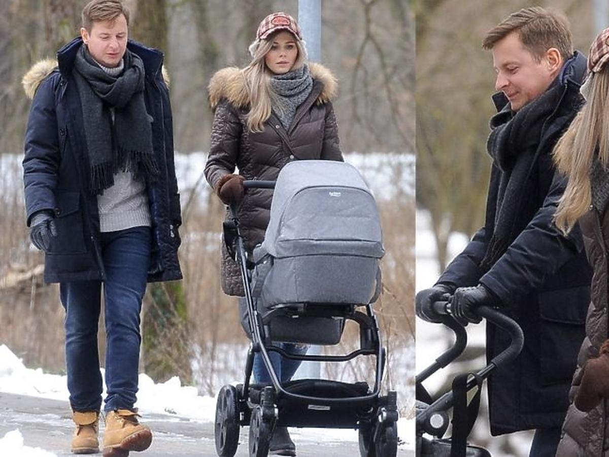 Izabela Zwierzyńska z mężem i synem na spacerze