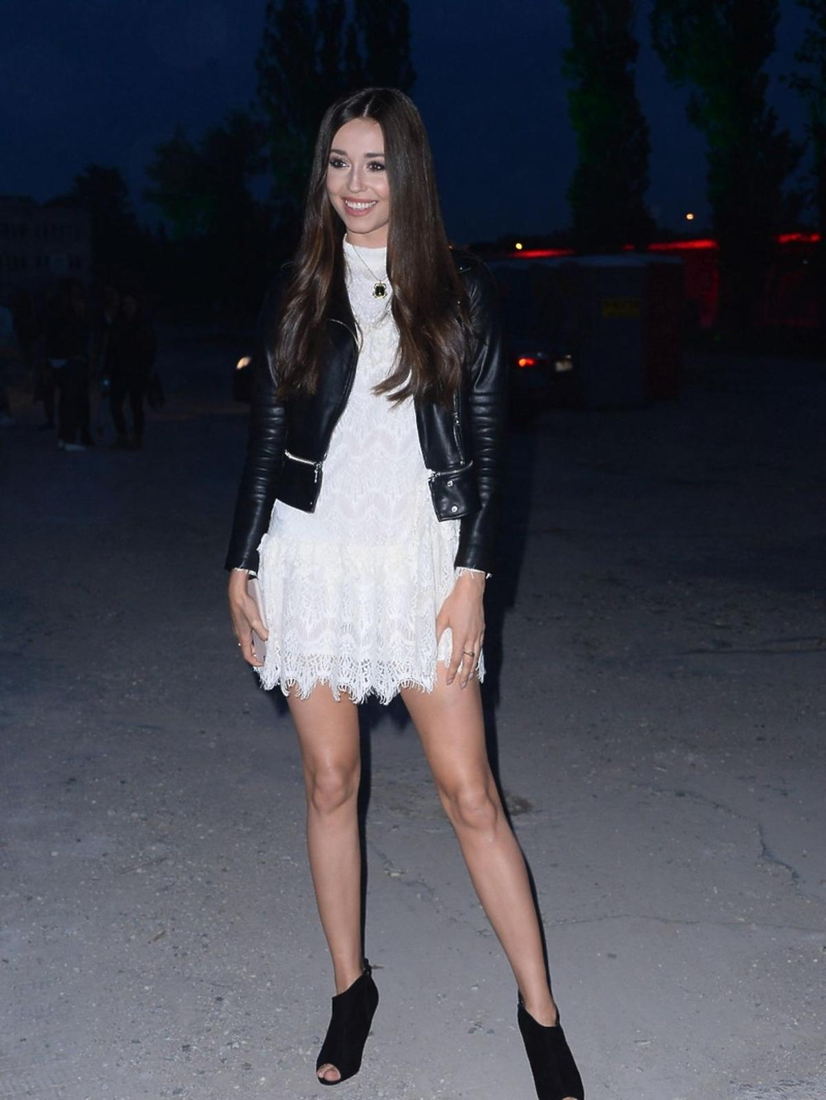 Izabella Krzan w białej sukience