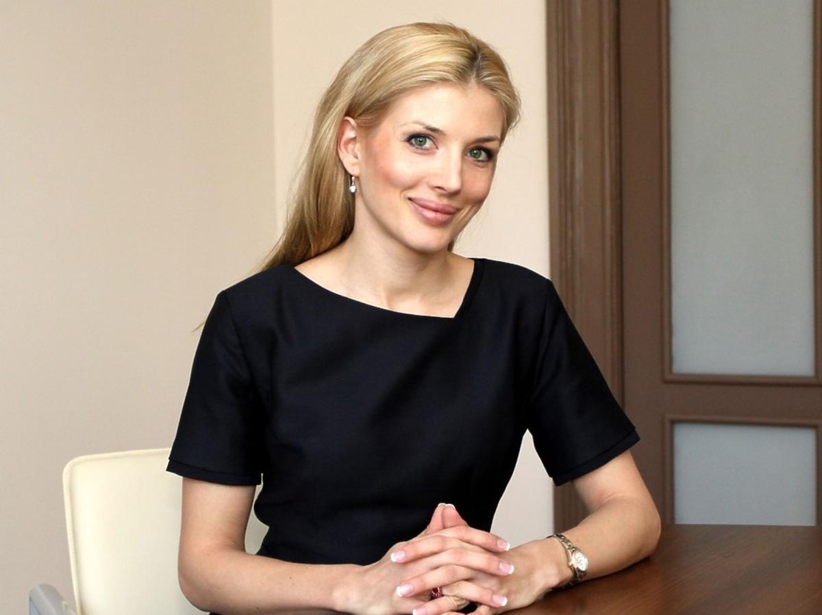Izabella Łukomska-Pyżalska w czarnej sukience