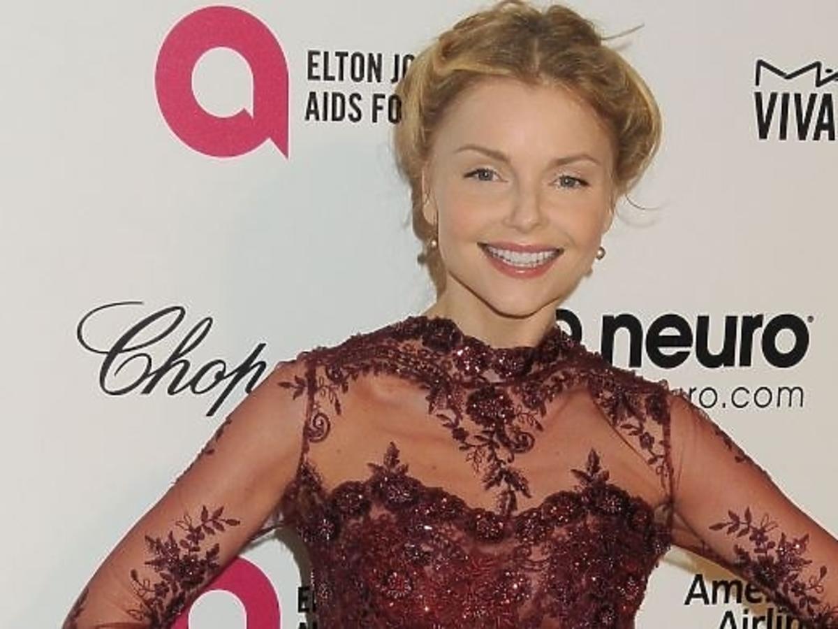 Izabella Miko w objęciach znanego aktora