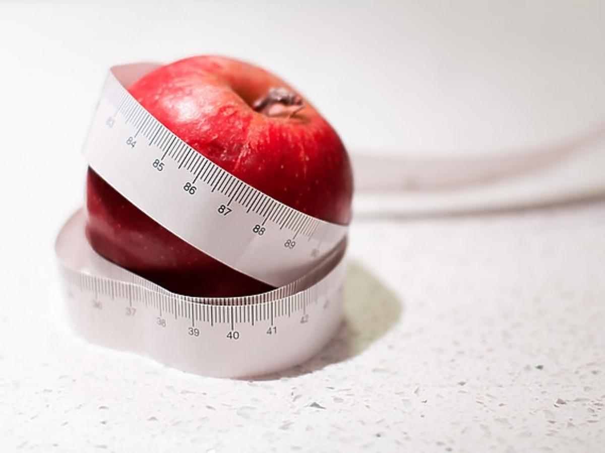 jabłko z centymetrem do ciała