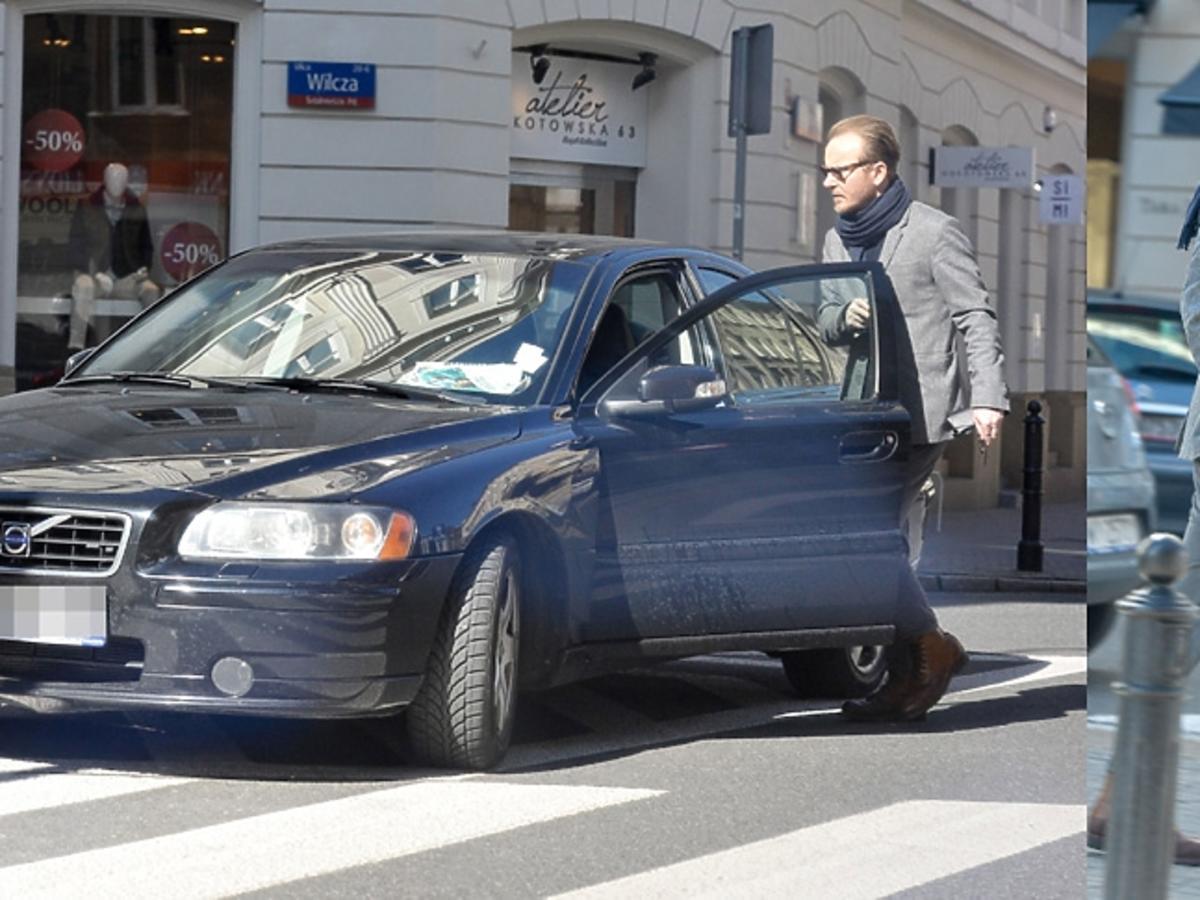 Jacek Borcuch parkuje na przejściu dla pieszych