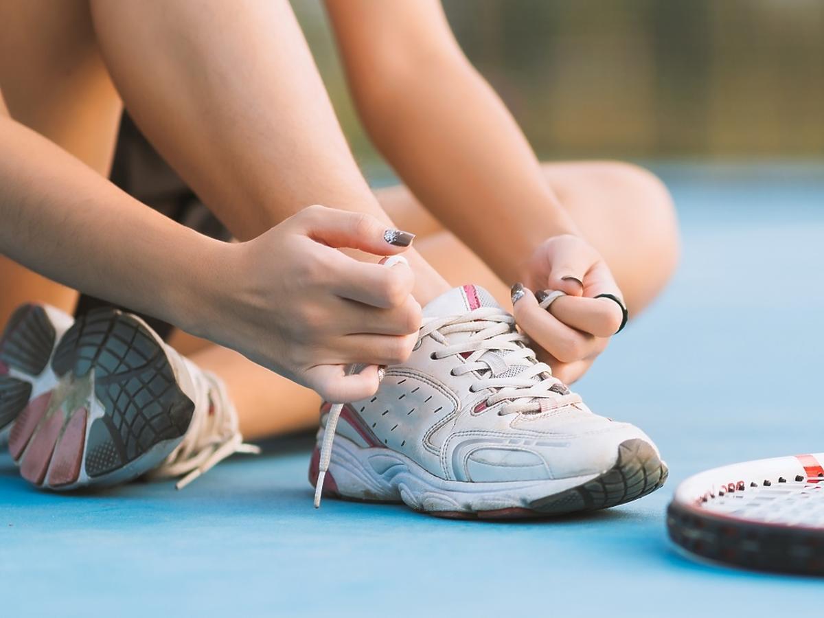 Jak kupić odpowiednie buty do tenisa ziemnego?