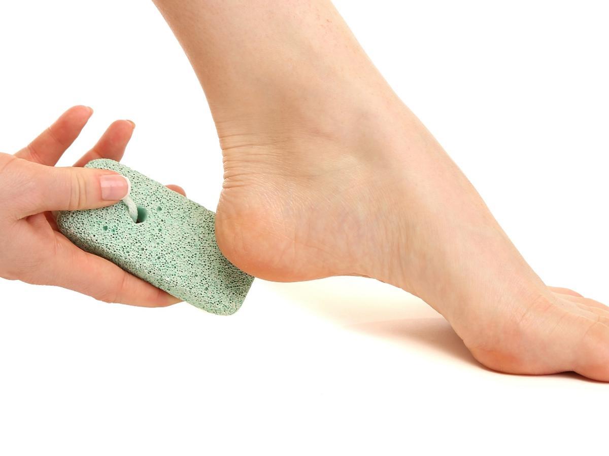 Jak stosuje się kamień peelingujący?