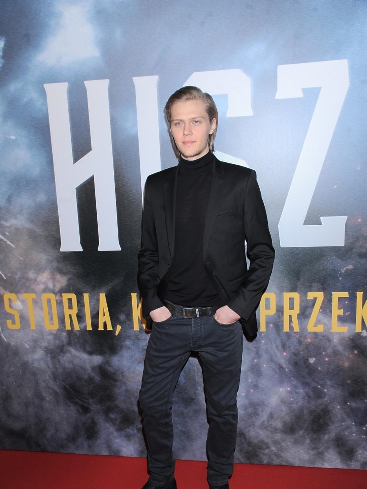Jakub Gierszał na premierze filmu