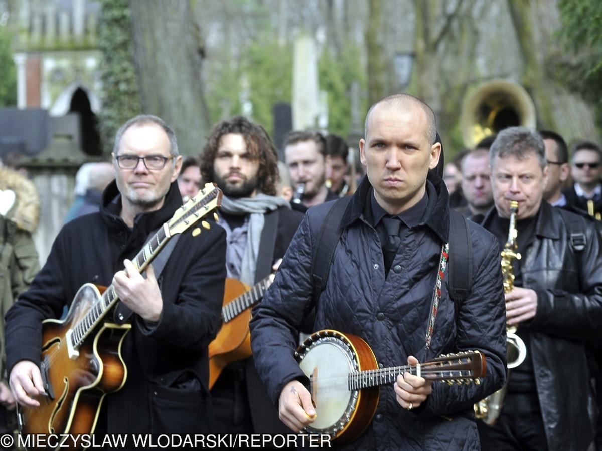 Jan Młynarski na pogrzebie ojca - Wojciecha Młynarskiego