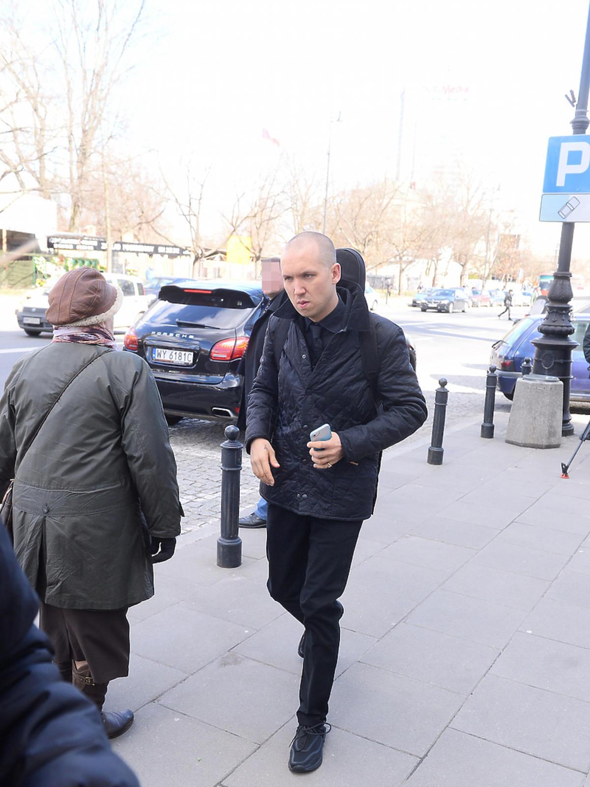 Jan Młynarski w czarnej kurtce