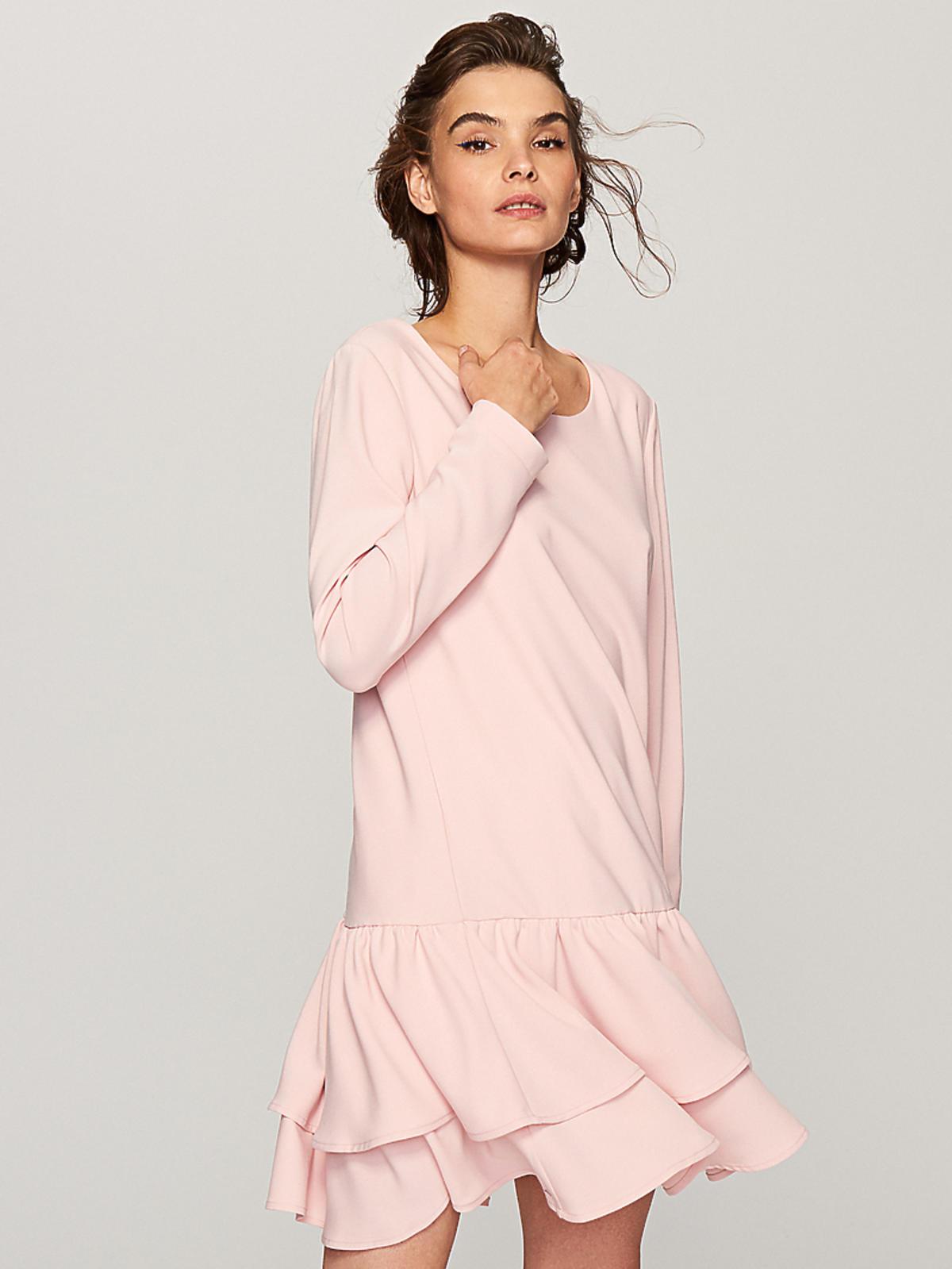 Jasnoróżowa sukienka z falbanami, Reserved, 69,99 zł (z 99,99 zł)