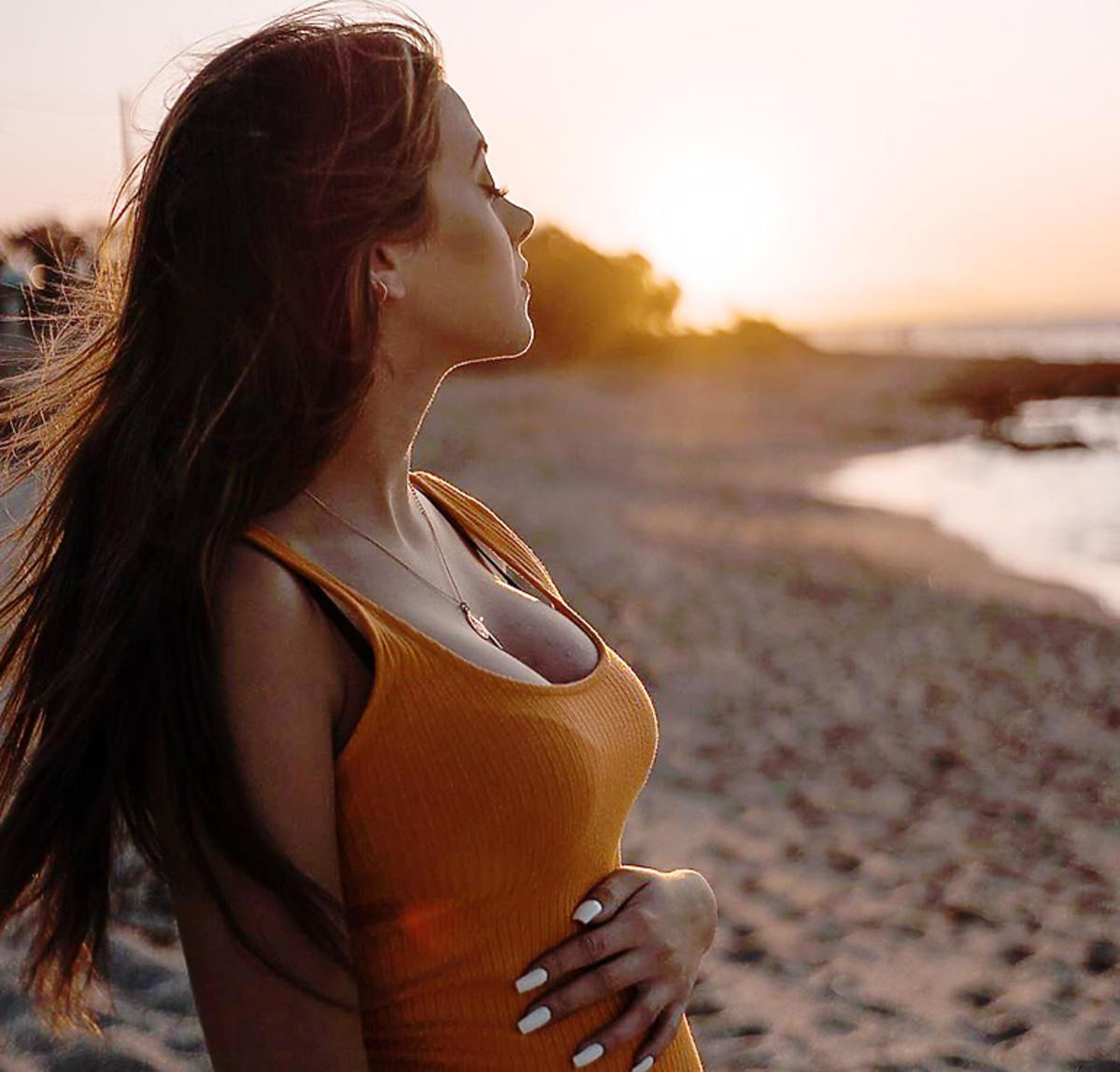 Jej brzuszek ciążowy jest coraz większy! Sylwia Przybysz pokazała zdjęcie w bardzo opiętej sukience