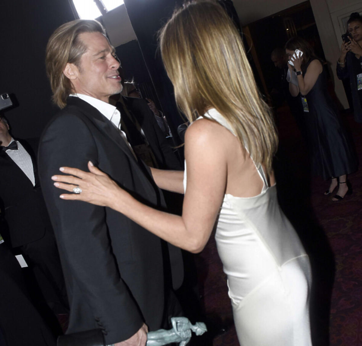Jennifer Aniston i Brad Pitt czułe uściski