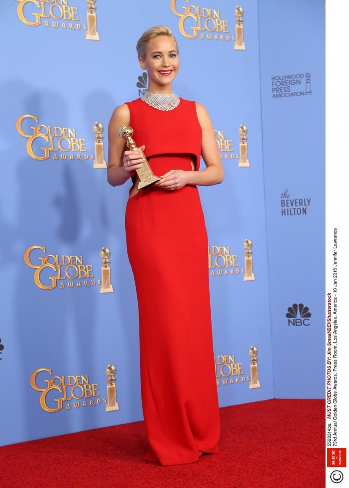 Jennifer Lawrence w czerwonej sukience Złote Globy 2016