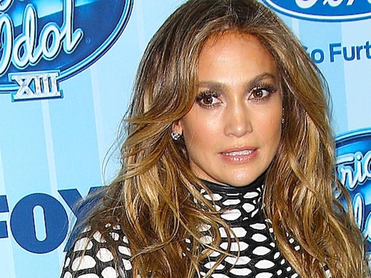 Jennifer Lopez na otwarciu American Idol 13 sezon. Nogi Jennifer Lopez. Jennifer Lopez nago