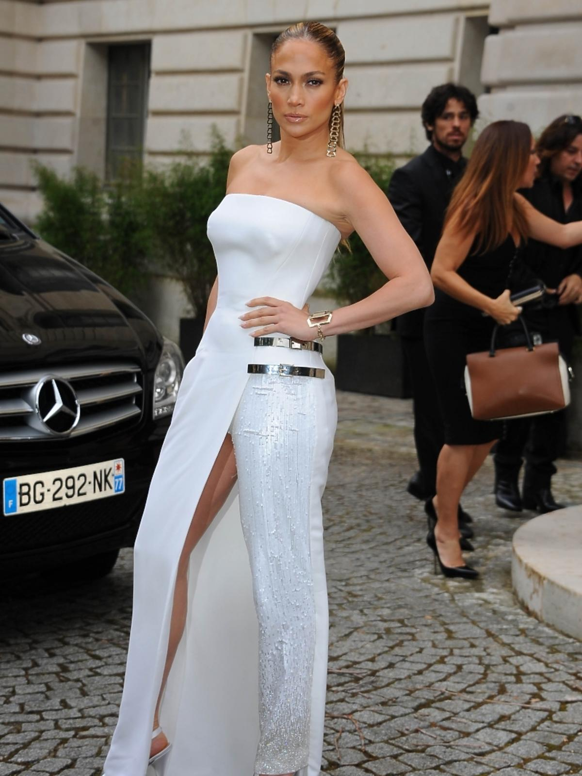 Jennifer Lopez na pokazie Versace w Paryżu