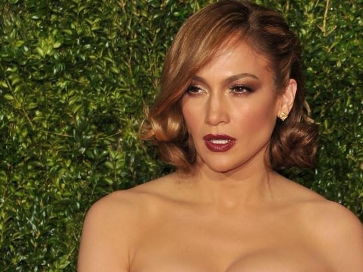 Jennifer Lopez w nowej fryzurze na imprezie