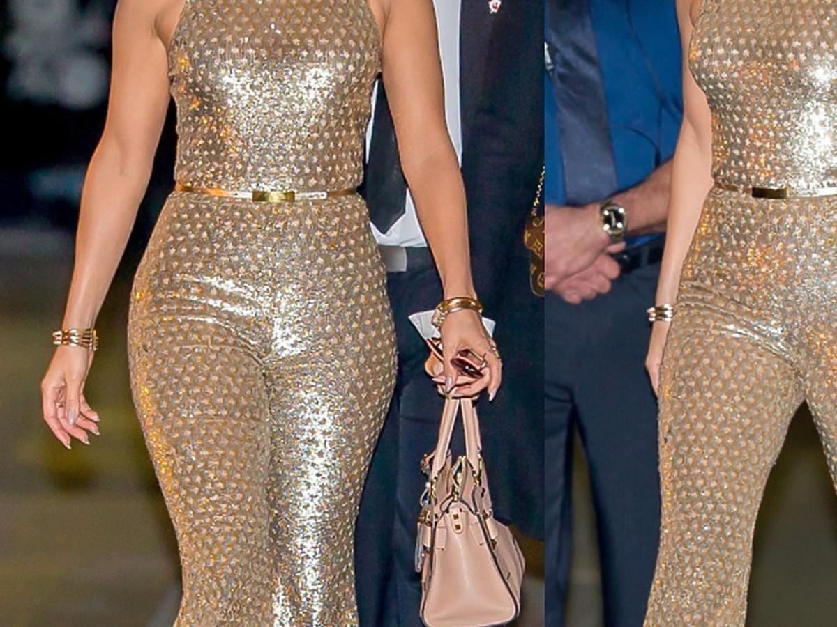 Jennifer Lopez w złotym kombinezonie na ulicy