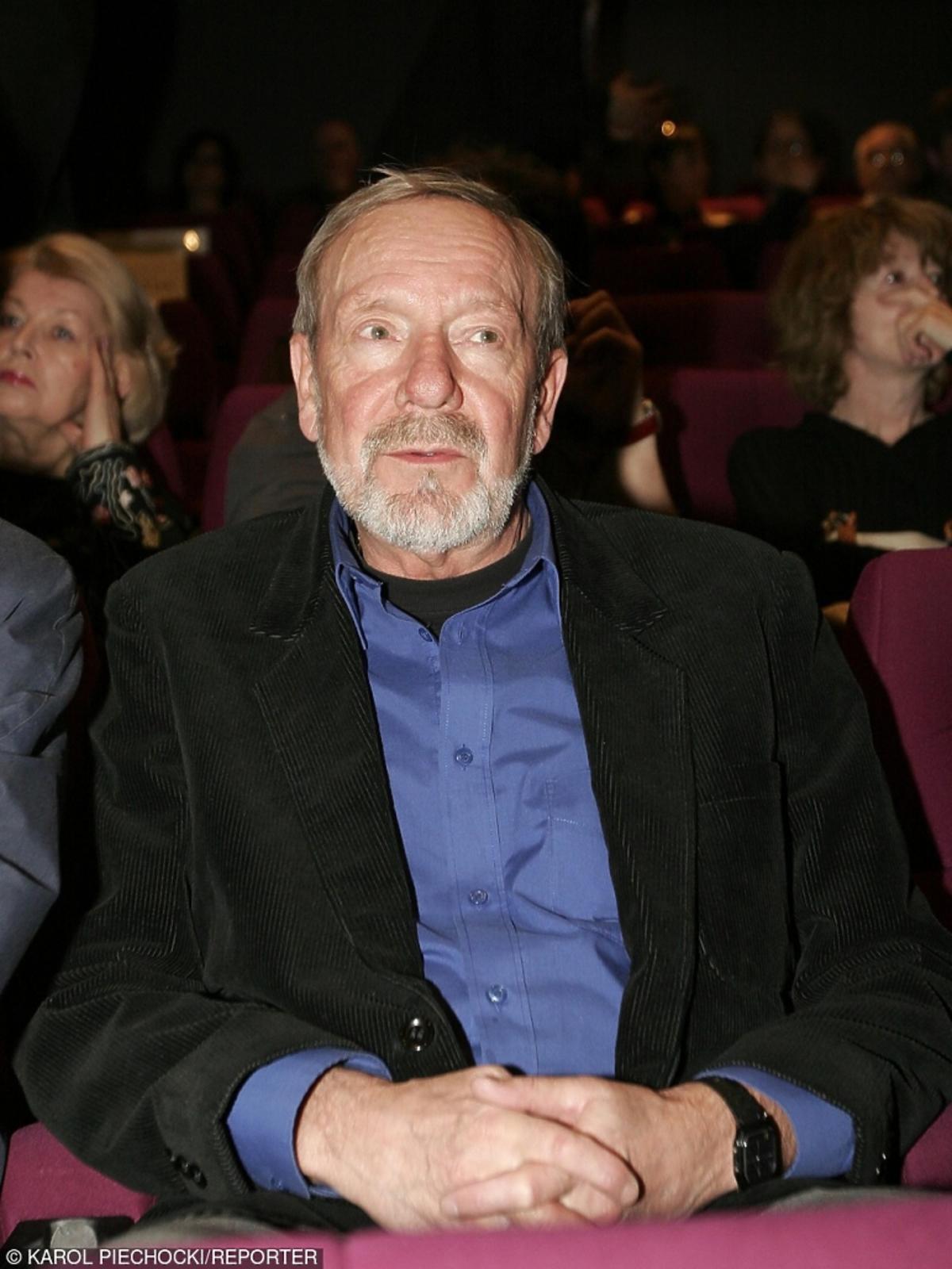 Jerzy Kamas siedzi na widowni