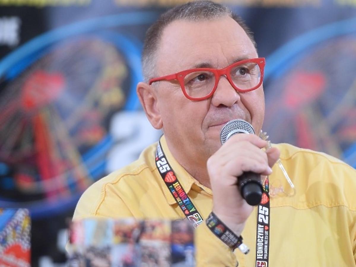 Jerzy Owsiak z mikrofonem