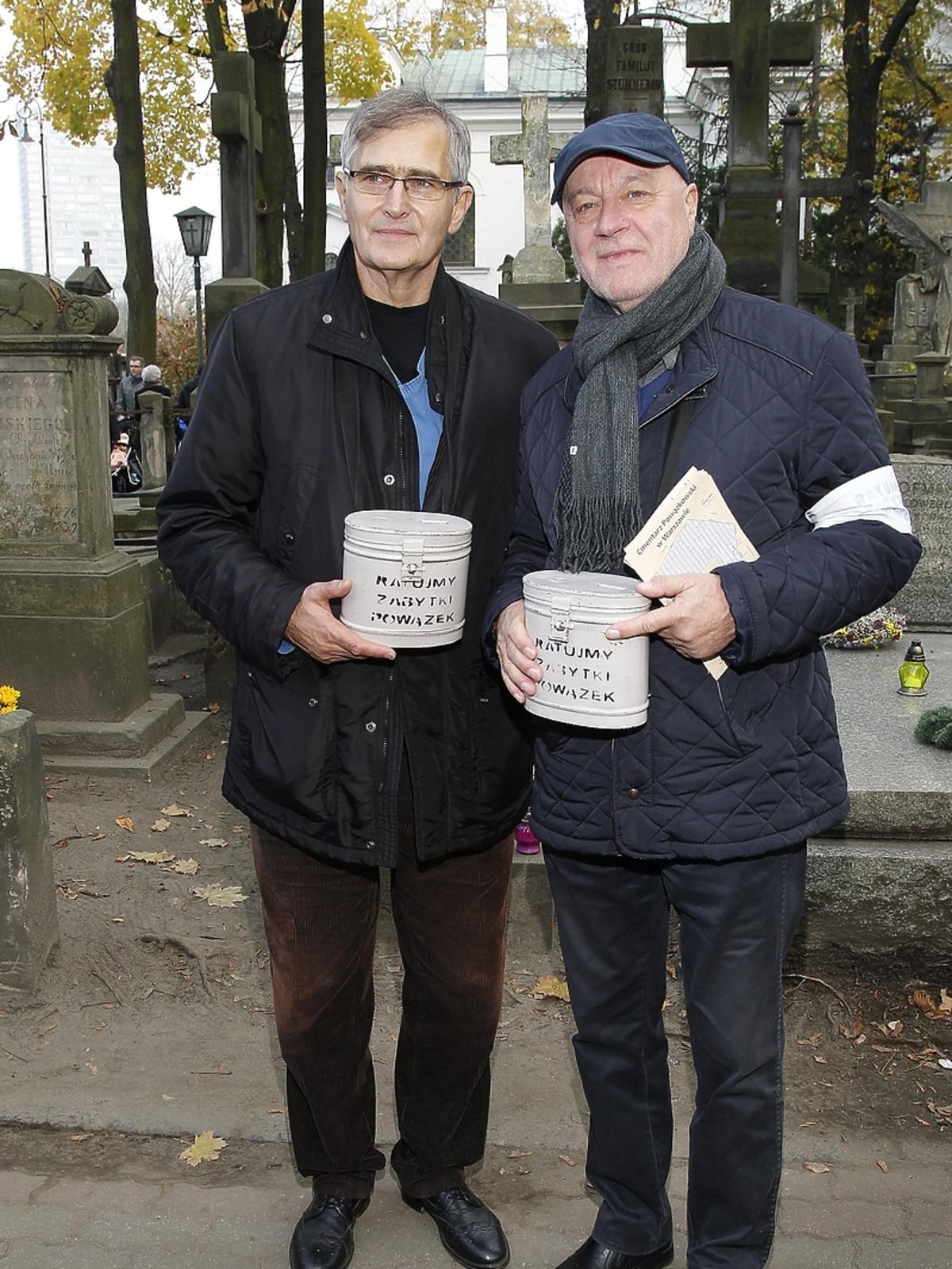 Jerzy Schejbal i Olgierd Łukaszewicz podczas kwesty artystów na Powązkach