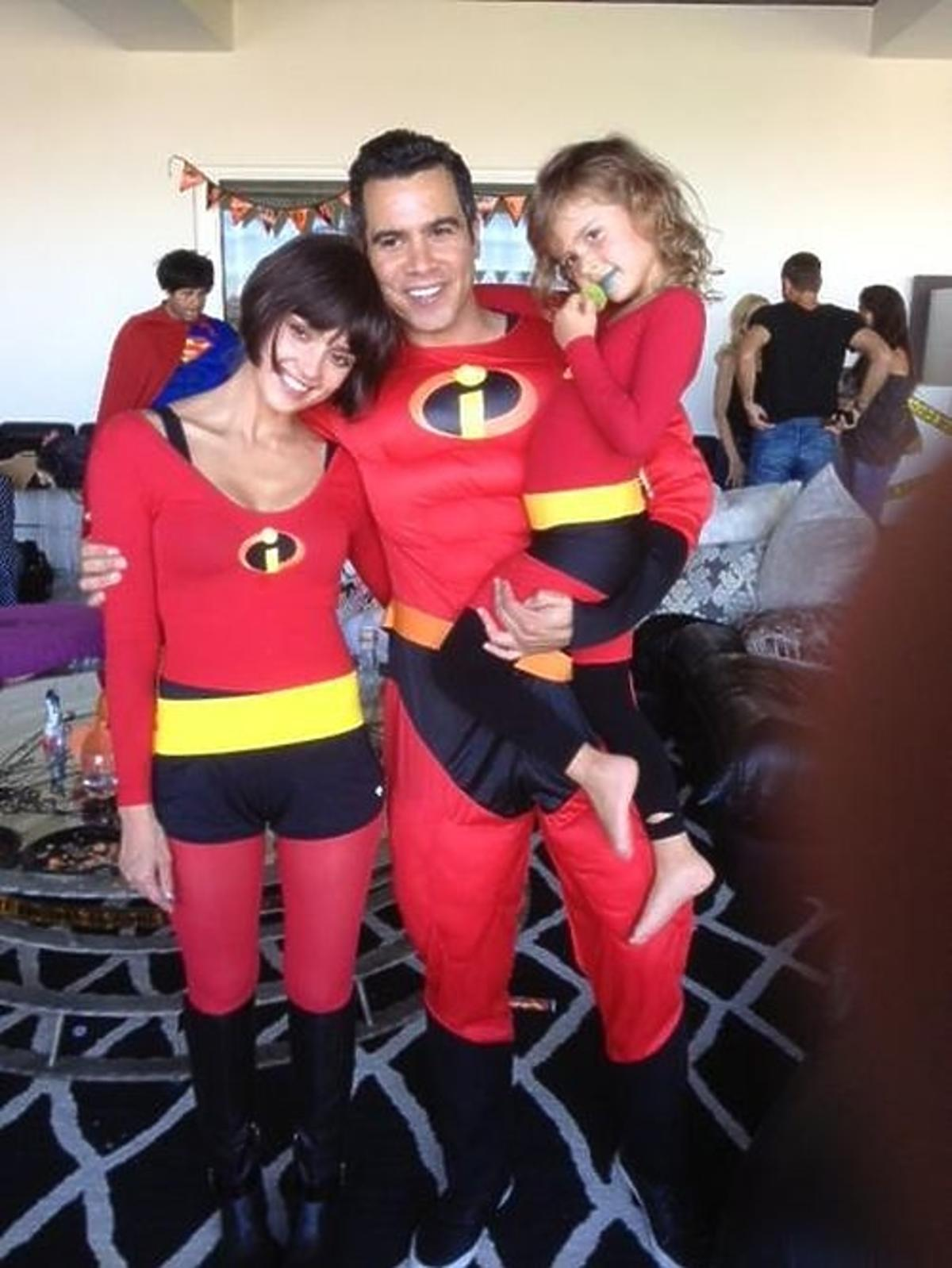 Jessica Alba z rodziną na Halloween przebrała się za Iniemamocnych