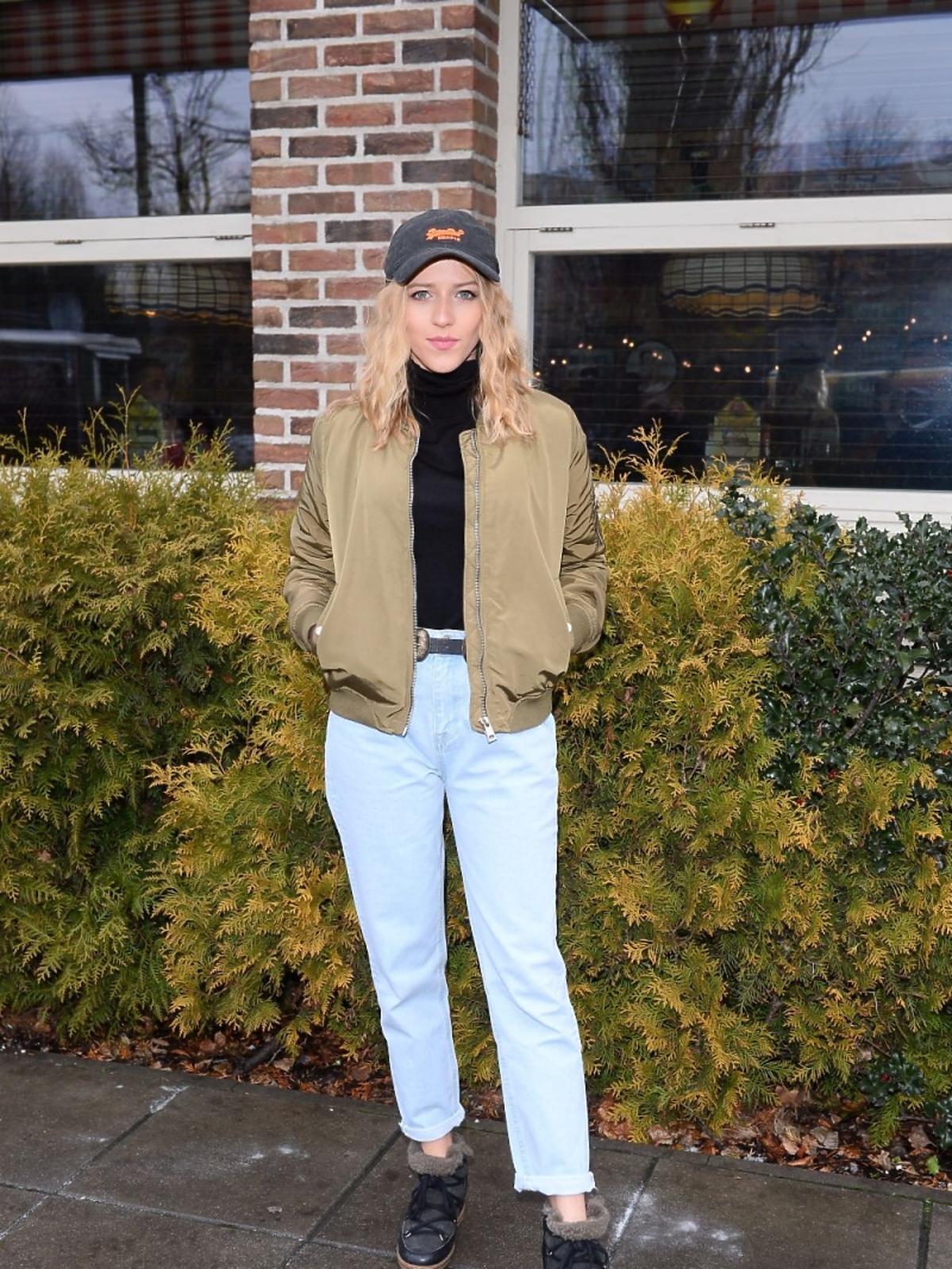 Jessica Mercedes w ortalionowej kurtce