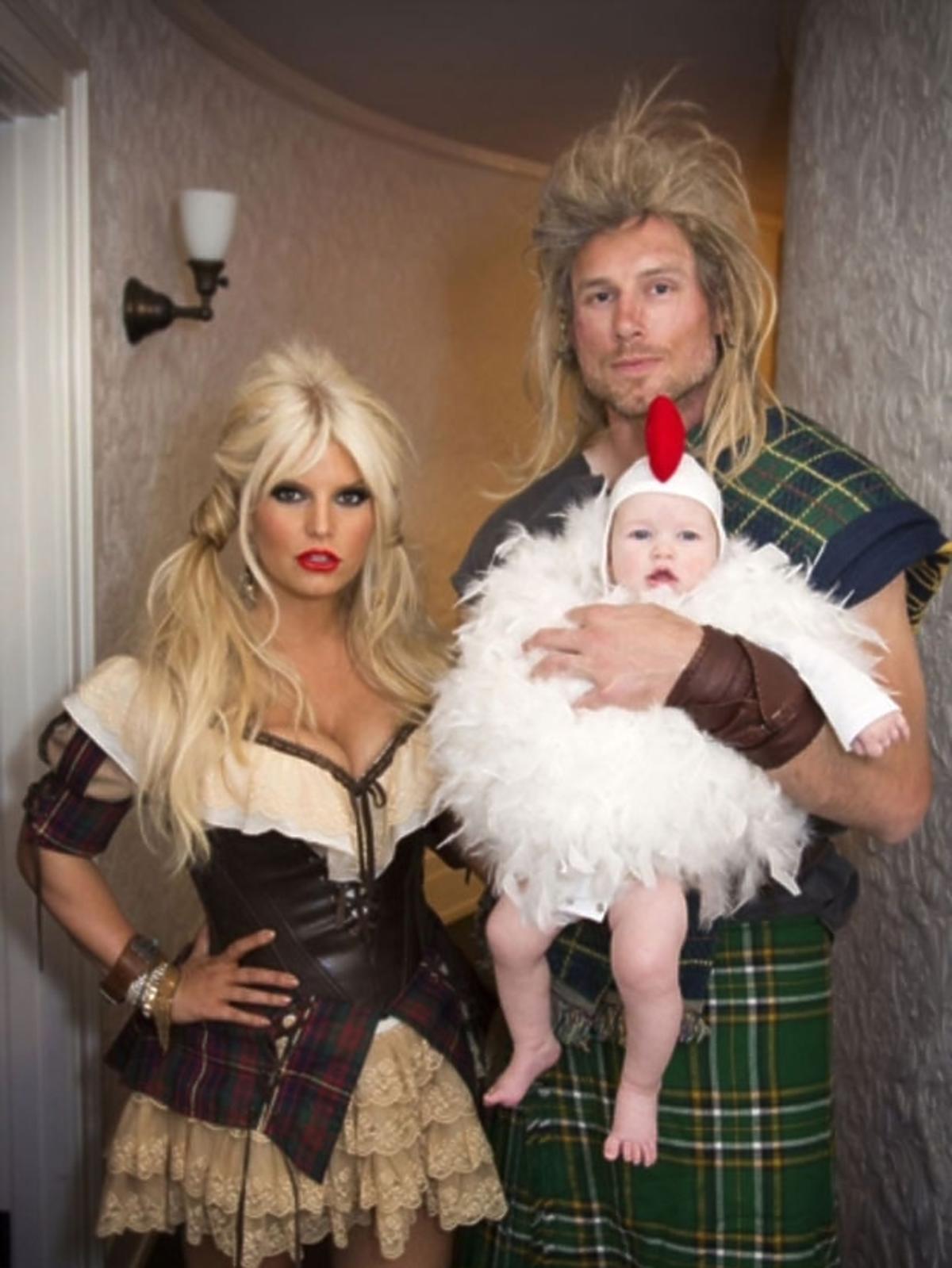 Jessica Simpson z rodziną na Halloween przebrała się za się za średniowiecznych mieszczan
