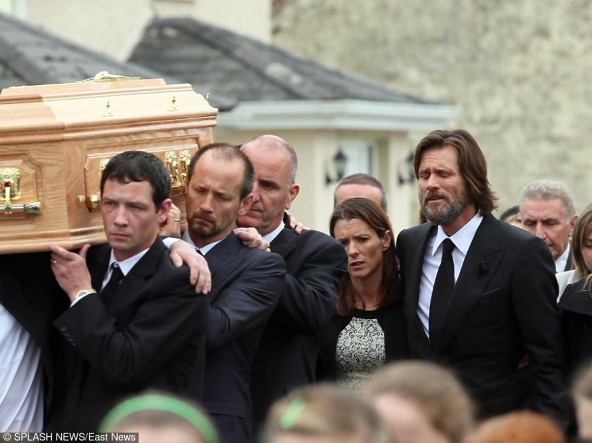 Jim Carrey płacze na pogrzebie Cathriony White