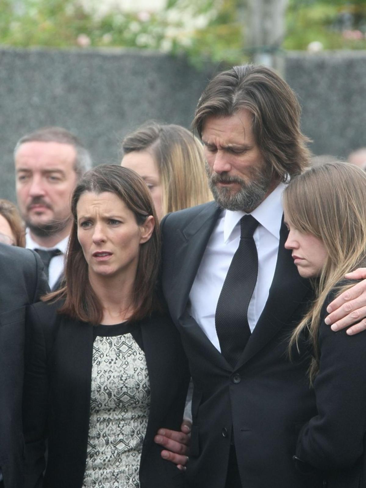 Jim Carrey z córką na pogrzebie Cathriony White