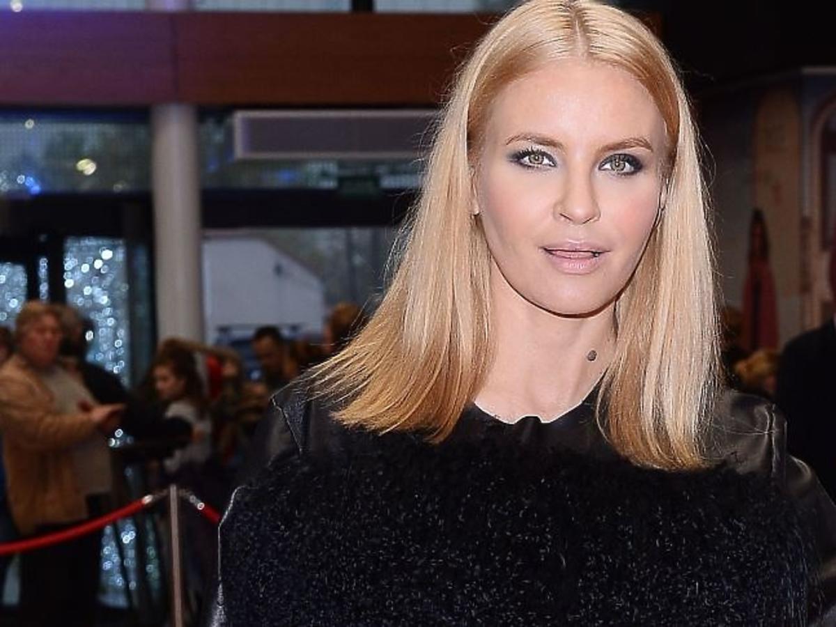 Joanna Horodyńska w czarnej bluzce