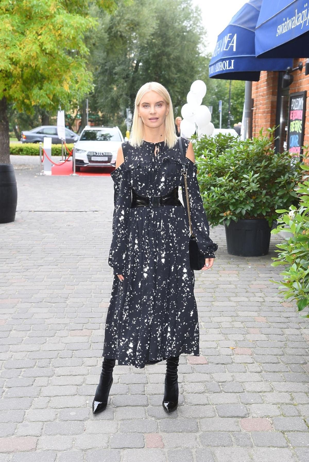 Joanna Horodyńska w czarnej sukience