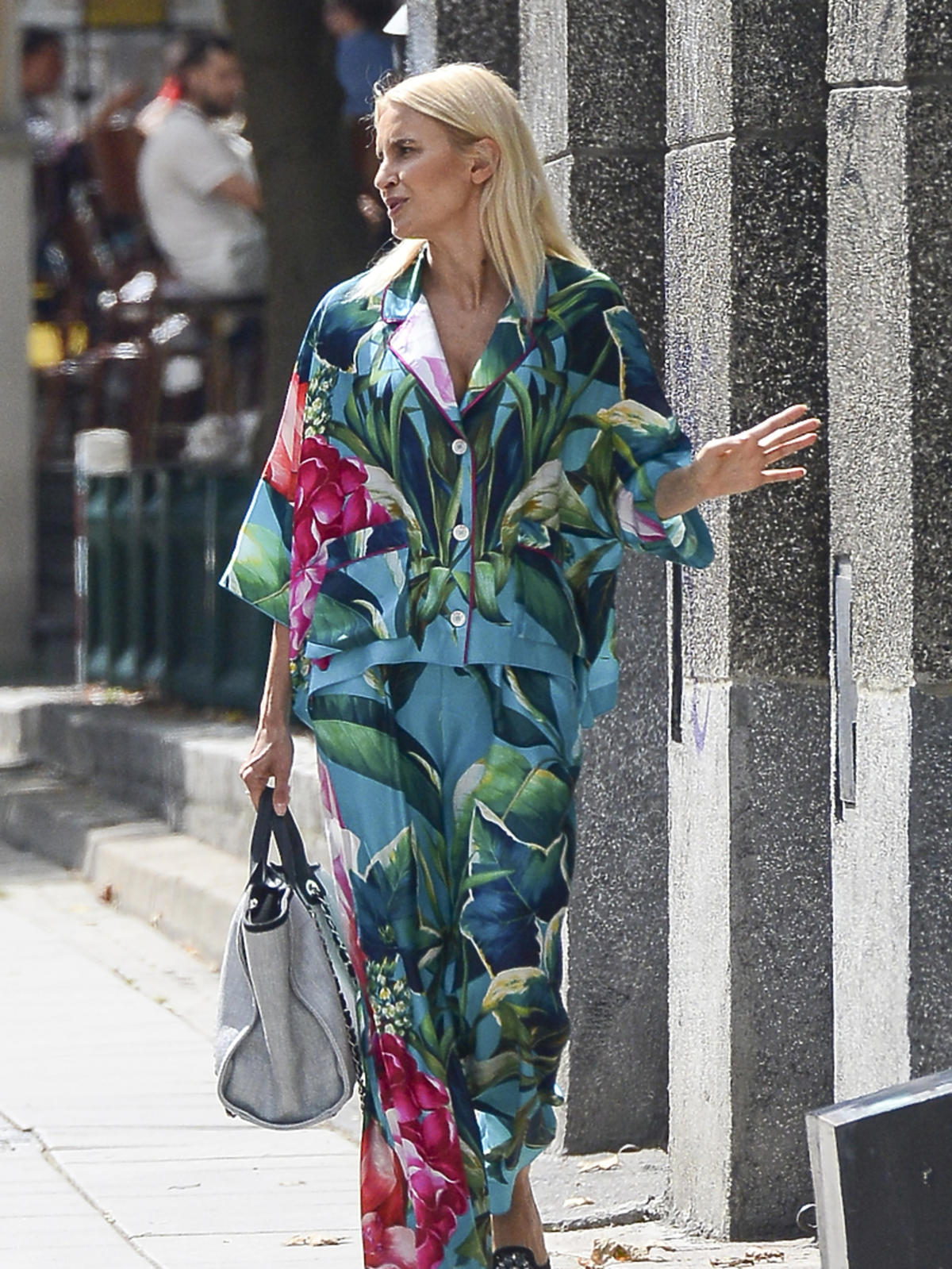 Joanna Horodyńska w kolorowej stylizacji