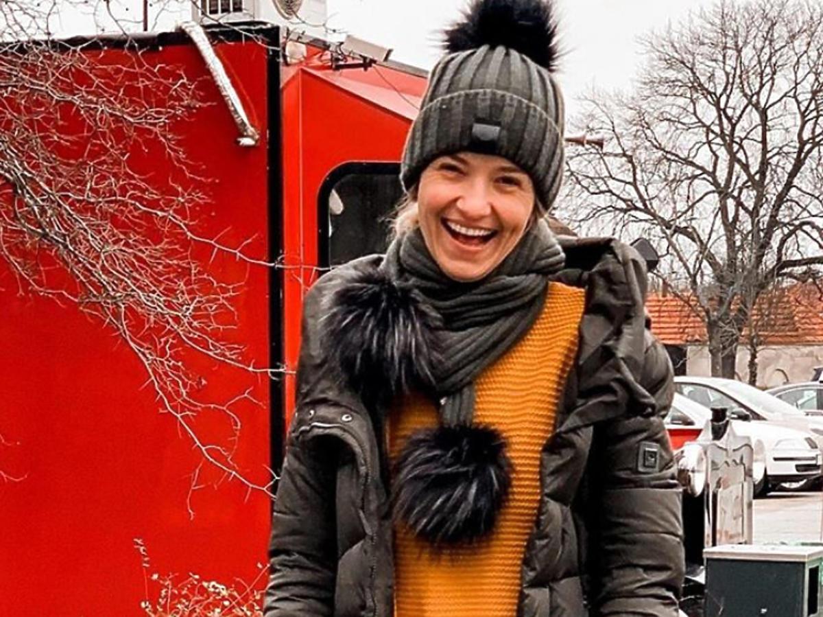 Joanna Koroniewska w kurtce puchowej