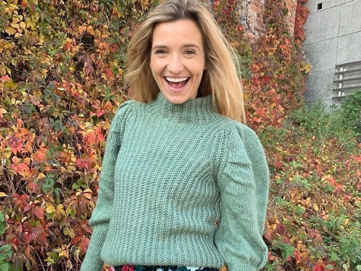 Joanna Koroniewska w swetrze z bufkami