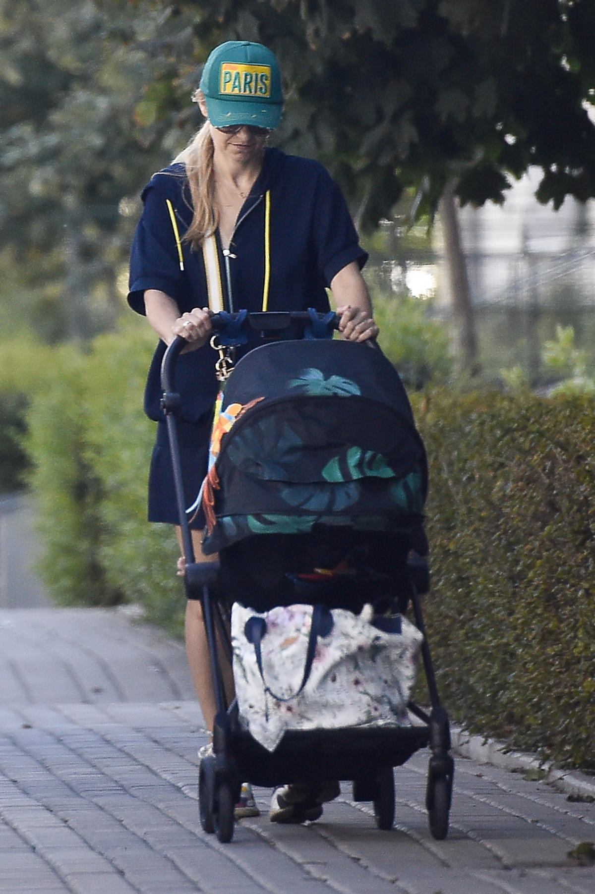 Joanna Koroniewska z córką na spacerze
