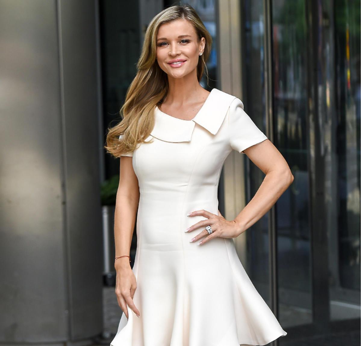 Joanna Krupa w białej sukience