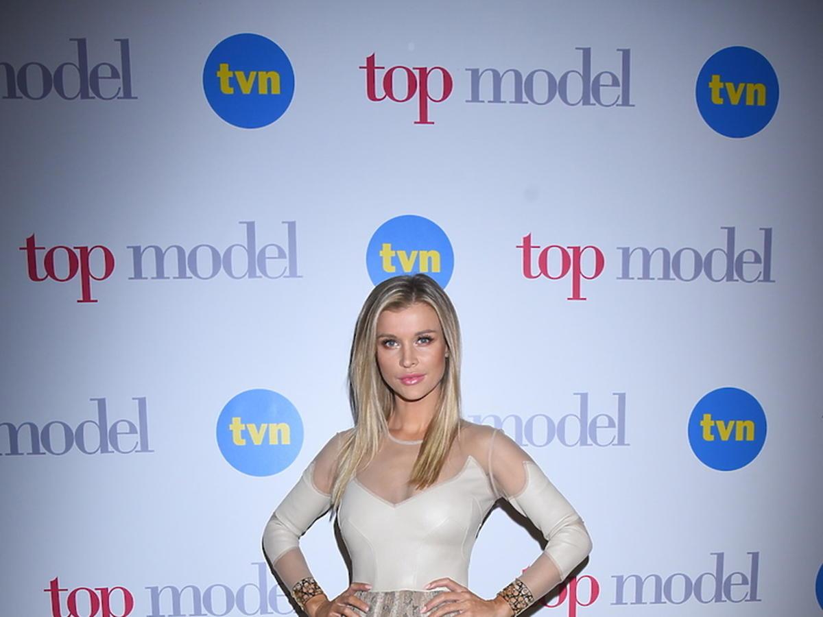 Joanna Krupa w cielistej sukience