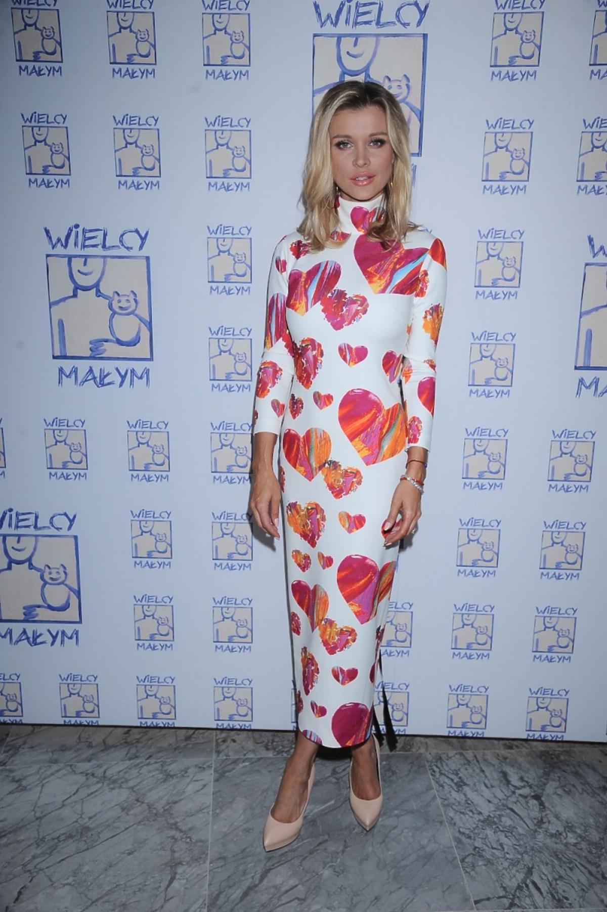 Joanna Krupa w sukni w serca na 8. gali Wielcy-Małym w Hotelu Bristol